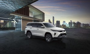 Buy New Car Toyota Fortuner 2020. motor car for sale in myanmar car market and price.